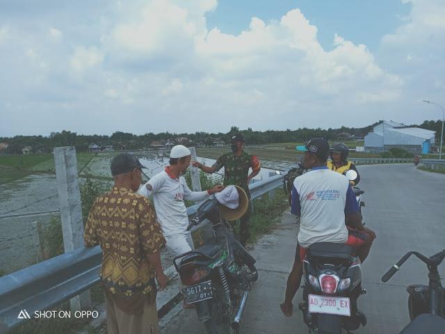 Kodim Sragen - Babinsa Desa Bandung :  Cegah Virus Corona, Jaga Kebersihan Diri dan Pakai Hand Sanitizer Teratur