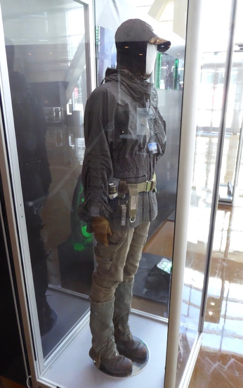 Alien Covenant Daniels film costume