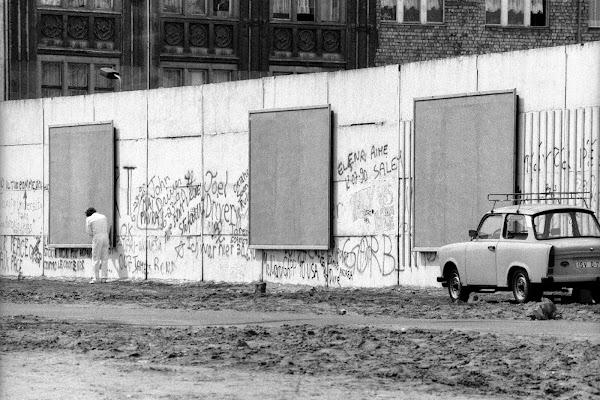 Berlin, mauer, mur, Checkpoint Charlie, rempart du socialisme, publicité, © L. Gigout, 1990