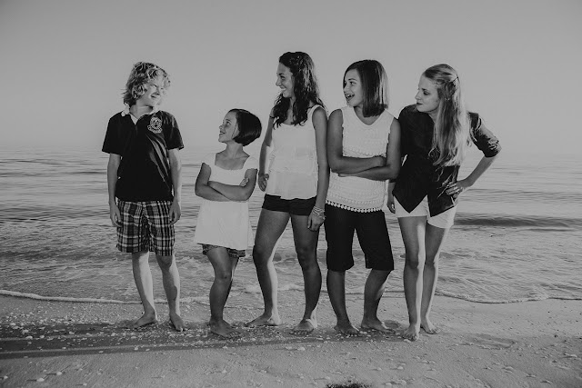 sanibel photographer captures kids on the beach