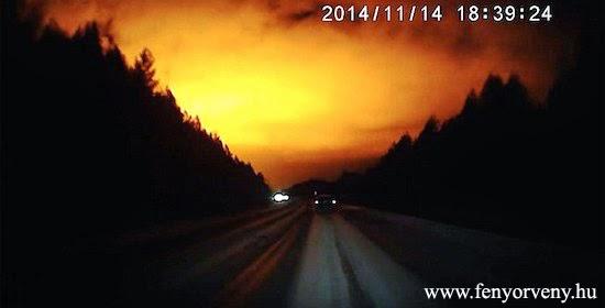 Hatalmas fényvillanás Oroszország felett