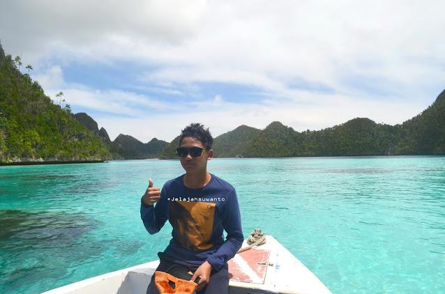 Wayag, Raja Ampat - perairan teduh sewarna pirus Ⓒjelajahsuwanto