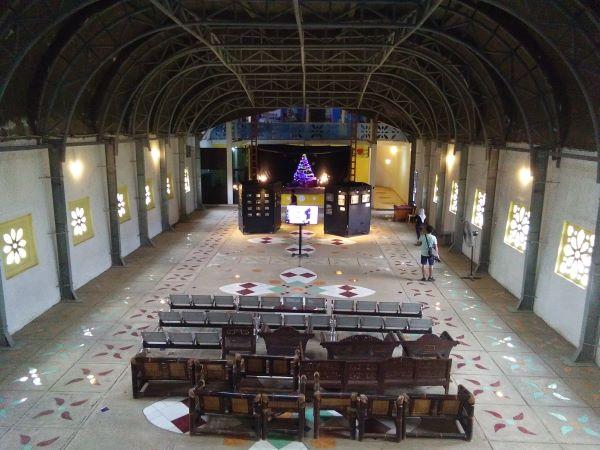 Hall di Gereja Ayam