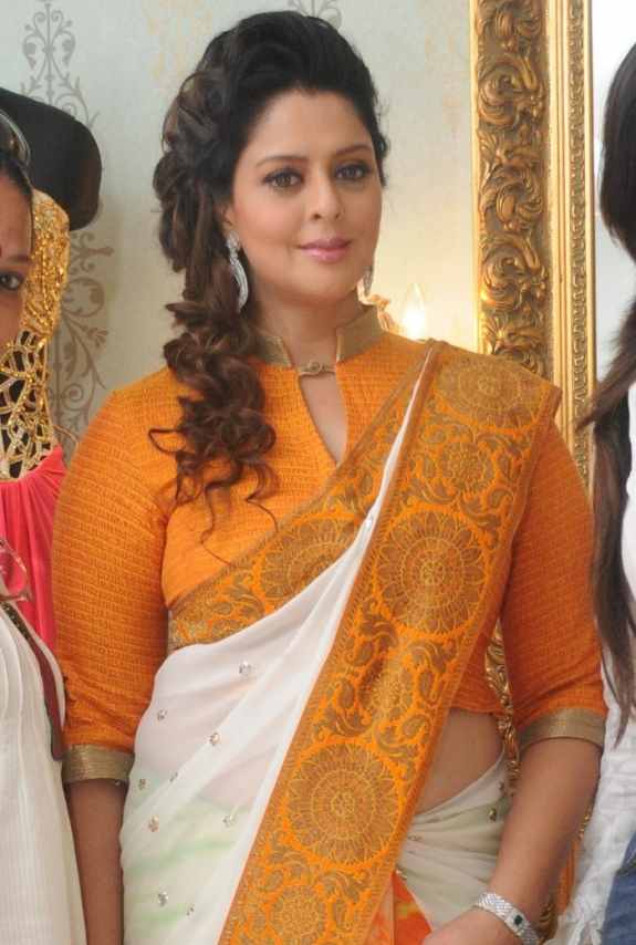 atoz-hot Actress: Nagma latest Spicy Fashion Saree images