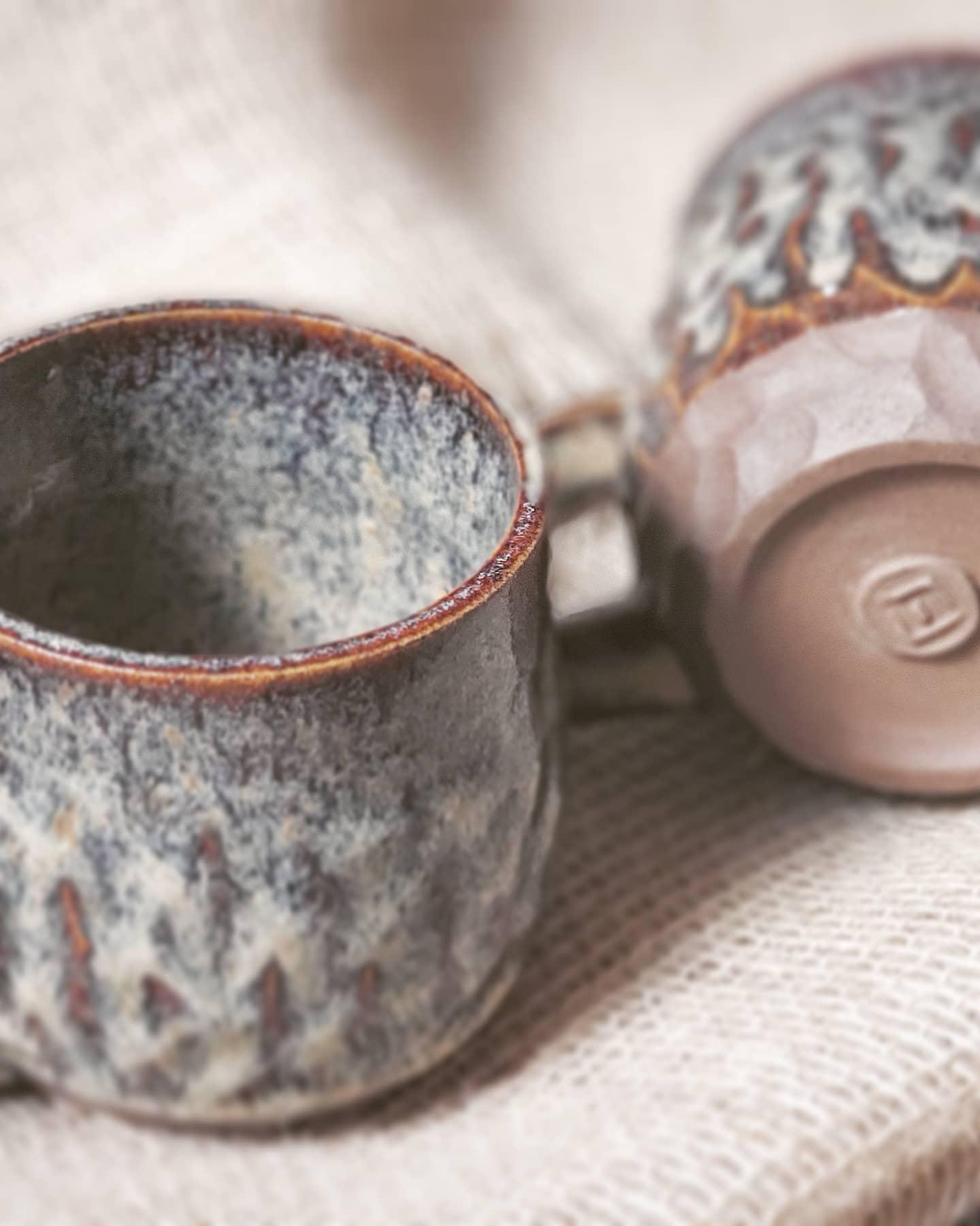 Caneca de cerâmica Cubo de Barro