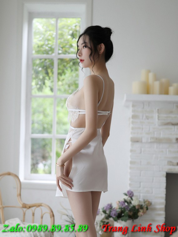 Đầm ngủ lụa phối ren xẻ hông gợi cảm