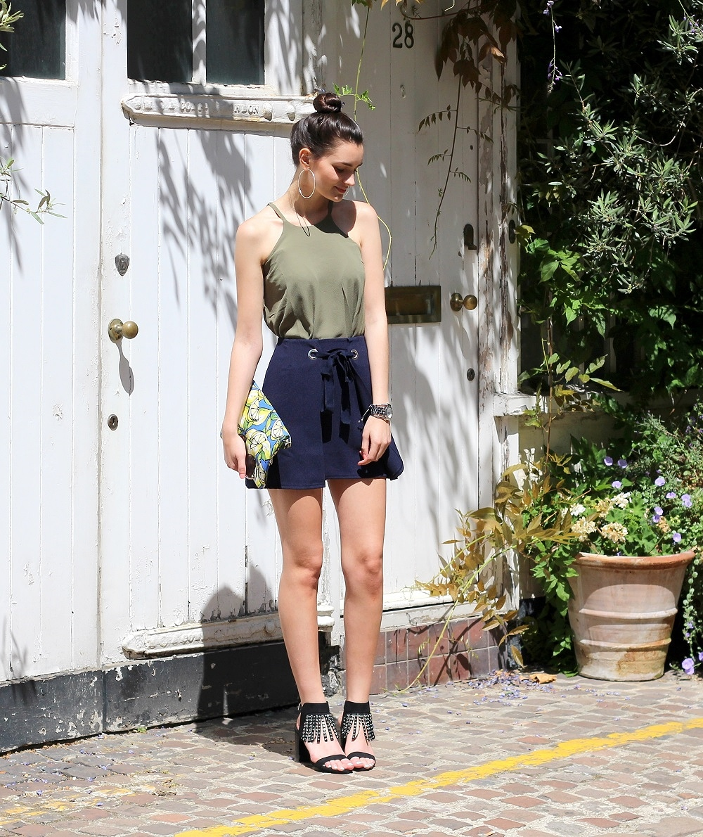 peexo fashion blogger wearing navy and khaki autumn winter and fringe heels