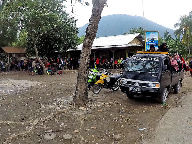 mobil pickup, transportasi lokal masyarakat menuju dermaga