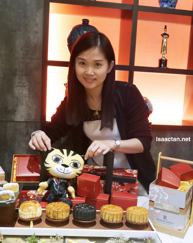 Janice with her mooncakes and Rimau too!