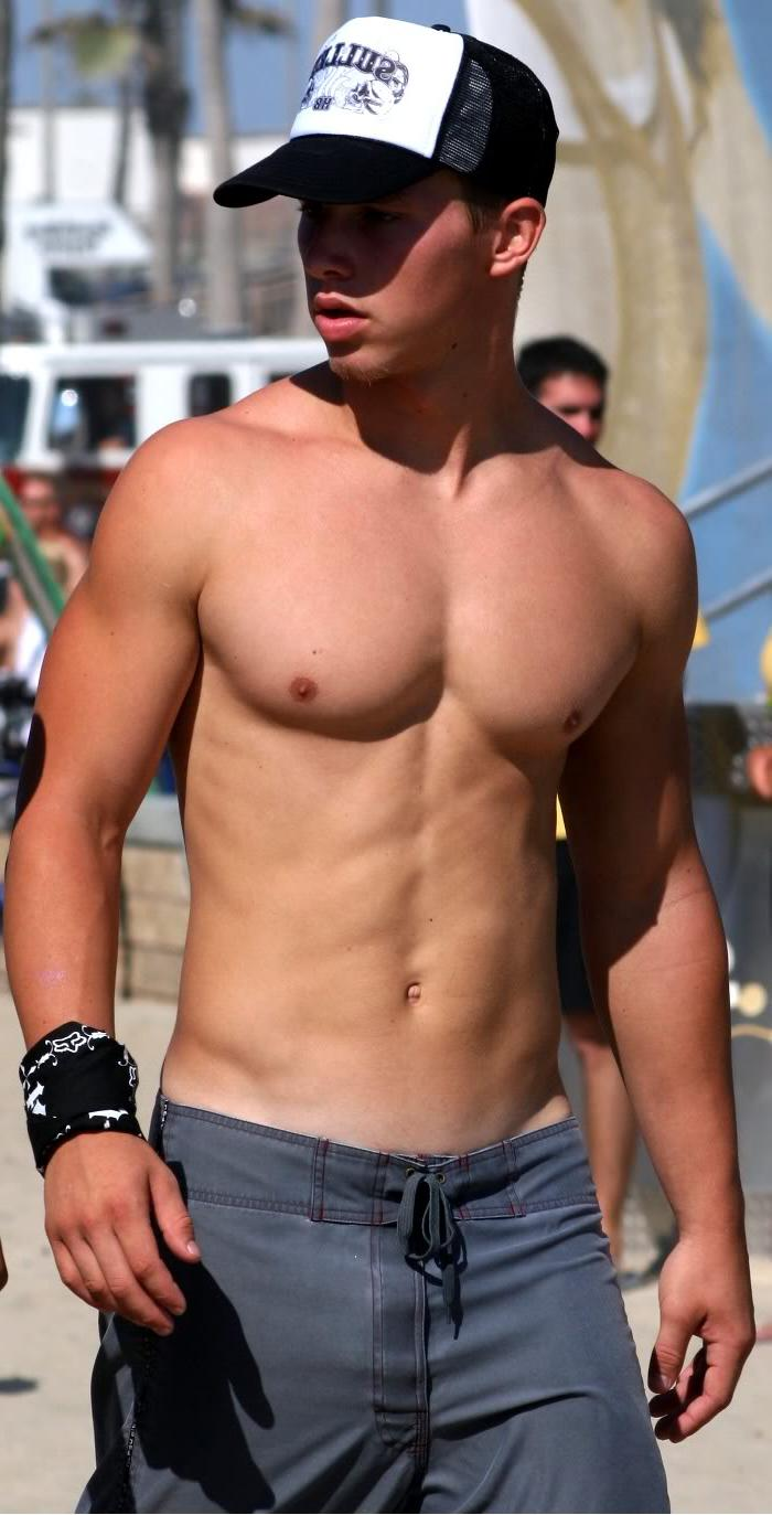 street-shirtless-body-boy-jock-nice-pecs-abs-baseball-cap