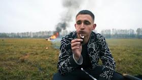 يوتيوبر روسي يحرق سيارتة