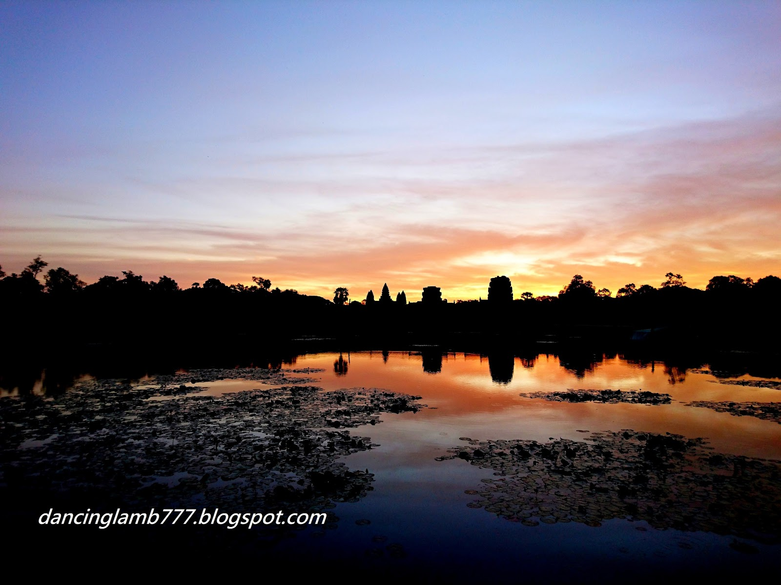 [景點] 柬埔寨│ 經典吳哥窟Angkor Wat & 小吳哥日出光芒萬丈 | 小羊逛世界