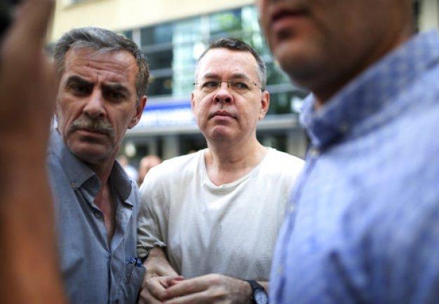 Την απελευθέρωση του πάστορα Μπράνσον αποφάσισε τουρκικό δικαστήριο