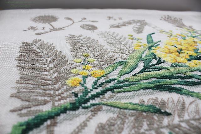 Ботанический этюд Вероник Анжанжэ Мимоза Вышивка крестом на льне