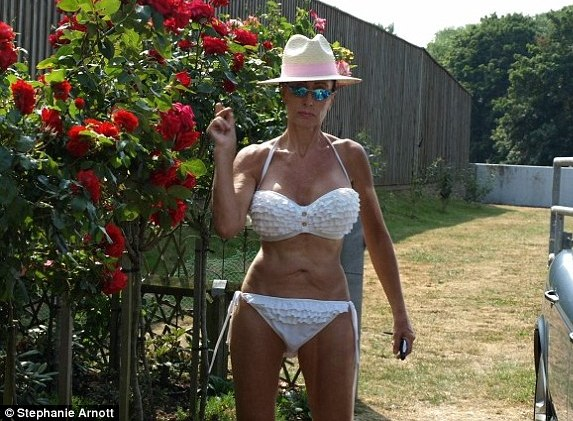 'My beauty reduces men to tears' - says this 58yr old sexy ...