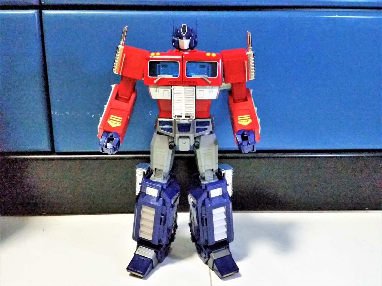 """Transformers Autobot MMP10 G1 Optimus Prime Toy Action Figure 12/"""" Eyes Light New"""