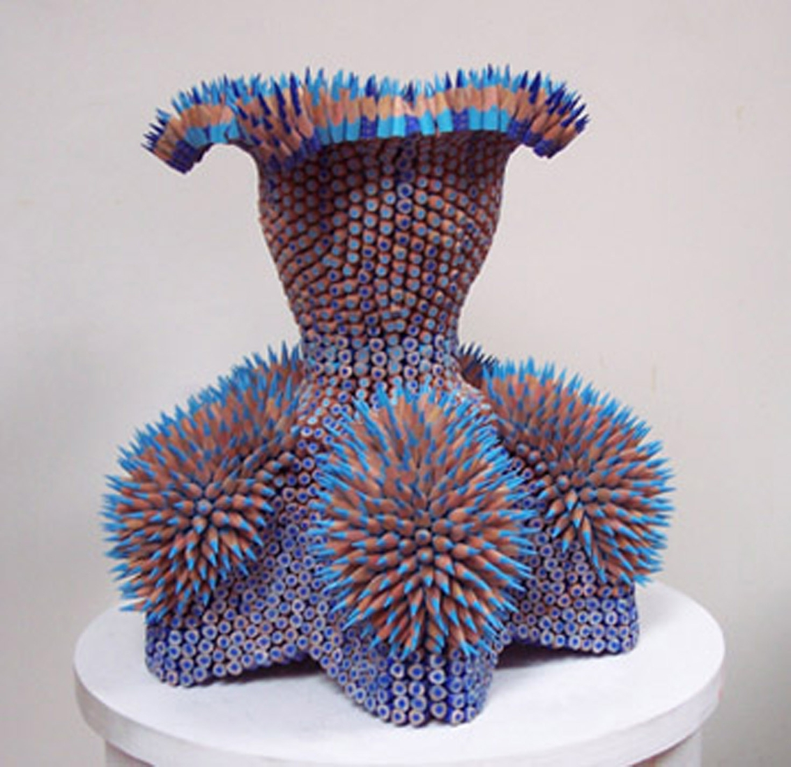 08-Electra-Jennifer-Maestre-Creature-Pencil-Sculptures-with-a-Peyote-Stitch-www-designstack-co