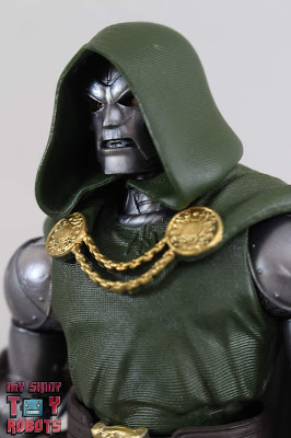 Marvel Legends Doctor Doom 01