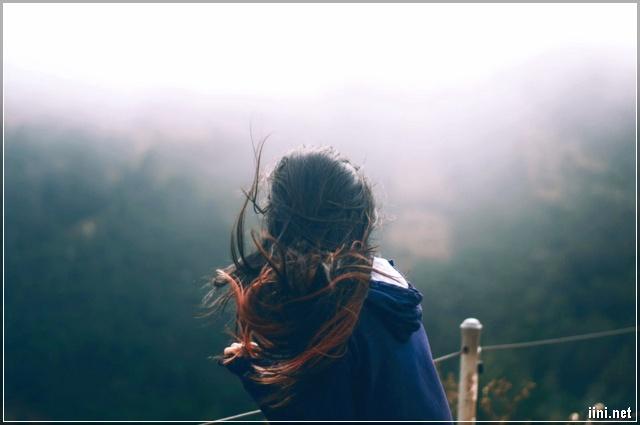 ảnh tâm trạng của con gái với mái tóc gió bay