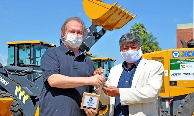 Prefeitura de Tocantínia recebe duas máquinas do Governo do Tocantins para manutenção de estradas