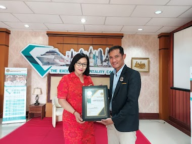 "Santy Sastra Mengisi Materi Tentang ""Self Control Management in Hotelier"" di Diamond Familiarization 2020/2021 - LPK Diamond International Hotel and Cruise Line"