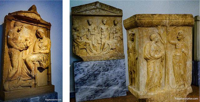 peças de arte tumular no Museu Nacional de Arqueologia de Atenas, Grécia