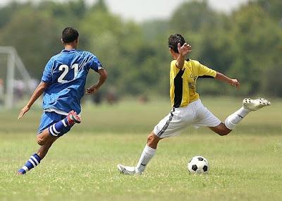 Macam-macam Permainan Bola Besar [Penjelasan & Gambarnya]