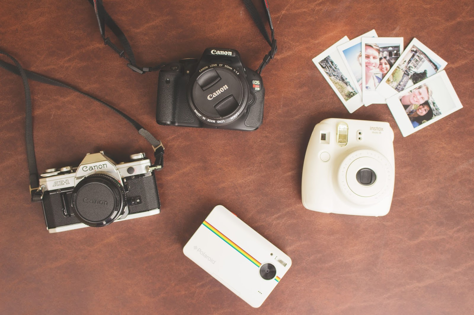 Perfect gift for travelers is a camera | Wanderlust polaroid canon vintage | The Wanderful Soul Blog
