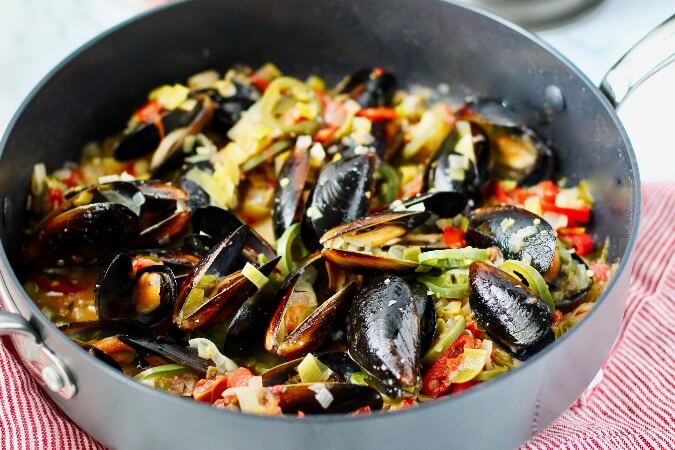 Mussels with Leeks and Chilies in a pan