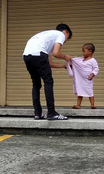 'Pre Kawawa Naman Yung Bata!' This Man Remarkably Did This To The Kid That He Saw In The Streets!