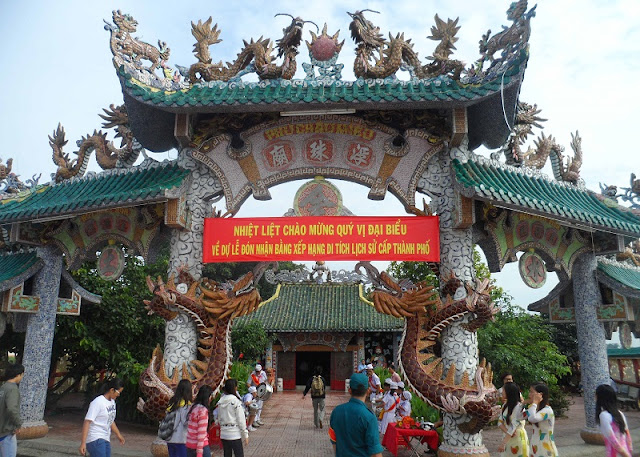 Saigon River temple floats in 300 years of history 3