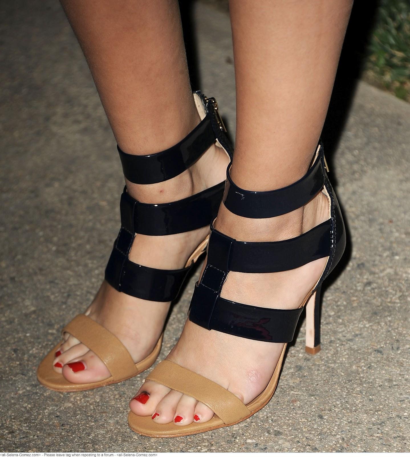 Selena Gomez Foot Fetish