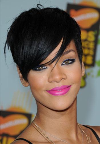 Rihanna capelli corti rossi – Tagli per capelli corti d84c04d6cf2e