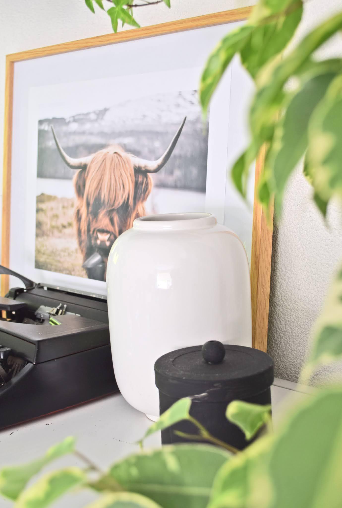 biały wazon ceramiczny