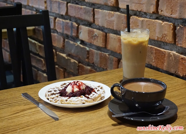Cafe, chill out cafe, the bloom cafe, ice latte, waffle, hot chocolate, City Staycation, Bloommaze Boutique Hotel, Hotel in Puchong, Hotel Review, Boutique Hotel Review, ootd, hotel