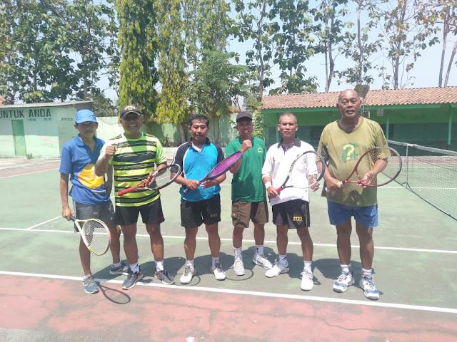 Danramil Wonosari Tenis Lapangan Dengan Tokoh Masyarakat
