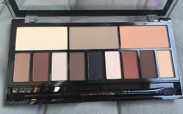 Ultra eye contour Light & Shade Makeup revolution