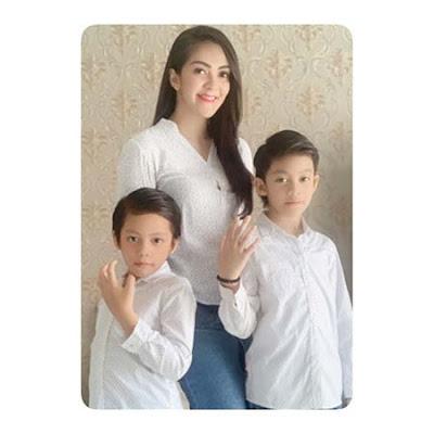 Puspita Sari dan Anak Anaknya