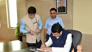 fadnavis-takes-charge-amidst-political-instability