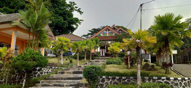 Penampilan depan Hotel Pondok Slamet Baturraden, Banyumas, Jawa Tengah. (direktorijateng.com)