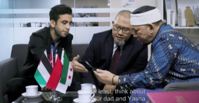 Dina Sulaeman : Betul Sekali, Bendera di Film Hayya Bendera Pemberontak 'FSA'