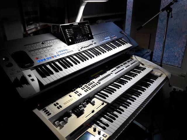 Contoh alat musik electrophone Keyboard