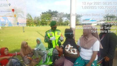 Tak Kenal Lelah Babinsa 04/Lengayang Mengajak Warganya untuk Mematuhi Protokol Kesehatan