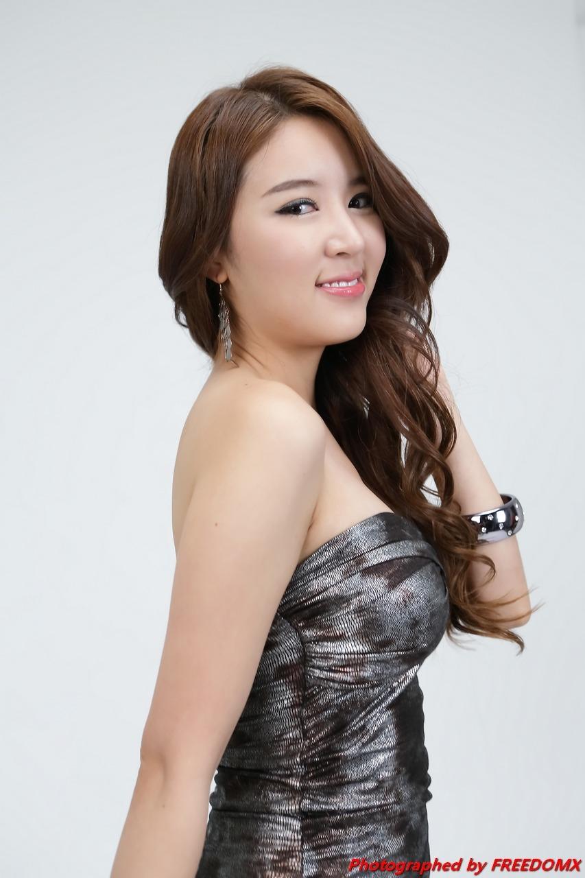 xxx nude girls: Yoon Joo Ha in White