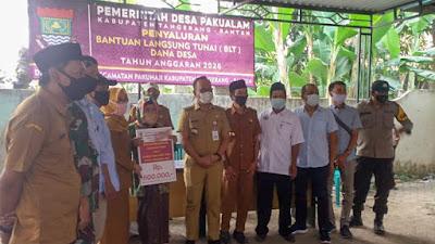 Camat Pakuhaji : Sebanyak 410 KK Di Desa Pakualam Terima BLT-DD