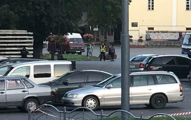 У Луцьку троє заручників вийшли з автобуса