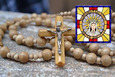 Recitiamo al meno 3 rosari al giorno