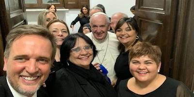 imagem de Damares e Michele Bolsonaro com o Papa Francisco