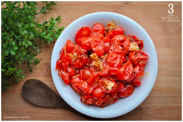 tomate ao forno com alho e curry