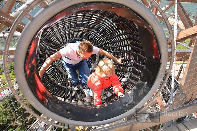 Rura między piętrami w Sky Walk w Czechach
